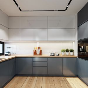 Wygodna, częściowo otwarta kuchnia ozdobiona jest szerokim oknem między szafkami, przez które można podziwiać ogród. Projekt: arch. Michał Gąsiorowski. Fot. MG Projekt