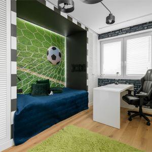 Комната сына оформлена в спортивном стиле.  Проект: Дариуш Грабовски, Dagar Studio.  Фото  Матеуш Павельский