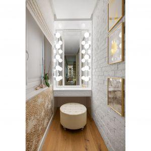 Рядом со спальней наверху есть туалетный столик.  Проект: Дариуш Грабовски, Dagar Studio.  Фото  Матеуш Павельский