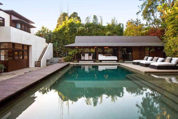 Jest wielką gwiazdą Hollywood i jednym z najlepiej zarabiających aktorów wszechczasów. Matt Damon we wnętrzach ceni minimalizm, naturę i luksus. Tak wygląda rezydencja, w której mieszkał w Los Angeles!