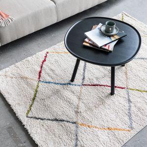 Dywan może być wykonany z materiałów naturalnych oraz sztucznych. Fot. Bonami