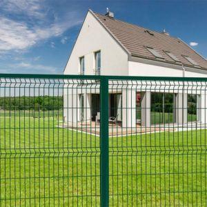 Projekt ogrodzenia nie może zawierać ostrych elementów (np. drutu kolczastego czy tłuczonego szkła) poniżej wysokości 1,8 m, gdyż mógłby stwarzać zagrożenie dla ludzi. Fot. Fortlook