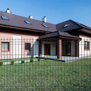 Obecnie inwestorzy coraz częściej wybierają ogrodzenia panelowe, gdyż charakteryzują się one najlepszą jakością w stosunku do ceny. Fot. Fortlook