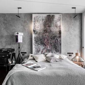 Kolorystyka i styl w sypialni są spójne z tym, co znajduje się w łazience. Projekt: Magdalena Bielicka, Maria Zrzelska-Pawlak, Pracownia Magma. Fot. Fotomohito