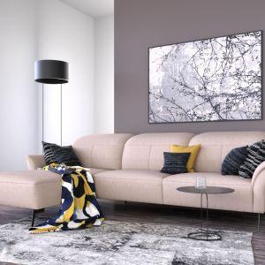 Najskuteczniejszym sposobem na odpowiednie rozświetlenie wnętrza będą ciepłe barwy, które bardziej doświetlą pomieszczenie, niż stalowe odcienie. Na zdjęciu: narożnik z kolekcji Placido. Fot. Livingroom/Galeria Wnętrz Domar