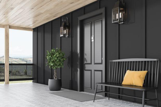 Kolor elewacji to zewnętrzna wizytówka domu – podkreśla kształt i indywidualny charakter budynku. Obecnie coraz więcej osób decyduje się na odważne łączenie kolorów, nawet tych najciemniejszych. Do niedawna starano się ich unikać w obawie o