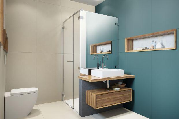 Kabina prysznicowa z lustrem to wciąż rzadko spotykany model w polskich domach. Warto się jednak do niego przekonać. Może być doskonałym rozwiązaniem, szczególnie do małych łazienek. Dzięki szklanym taflom optycznie powiększymy wnętrze, a pr