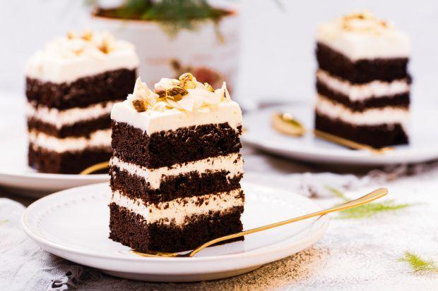 Kostka czekoladowatoprzysmak przekładany serkiem mascarpone z dodatkiem chrupiących migdałów i pistacji. Polecamyprzepis na ten pyszny deser.<br /><br />