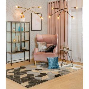 W klasycznych oraz loftowych przestrzeniach warto postawić na bardzo modne obecnie, przecierane wzory i dywany o nieregularnej fakturze. Fot. Salony Agata