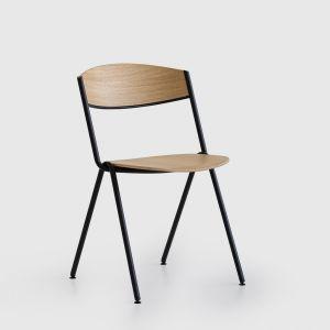 Krzesło Eke projektu Nikodema Szpunara marki Noti. Fot. Noti