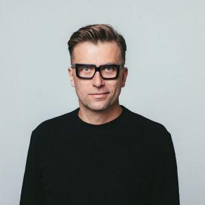 Tomek Rygalik, projektant, założyciel Studio Rygalik, wykładowca akademicki. Fot. Nobonobo