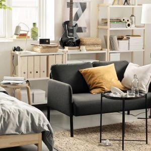 Sofa do małego salony z kolekcji Glostad. Cena: 399 zł. Dostępna w IKEA. Fot. IKEA
