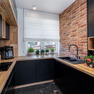 Кухня впечатляет функциональностью и красивым эффектным внешним видом.  Дизайн: Агнешка Тарнавска, Студия дизайна Tarna.  Фото  Кароль Клешик, Promo Focus