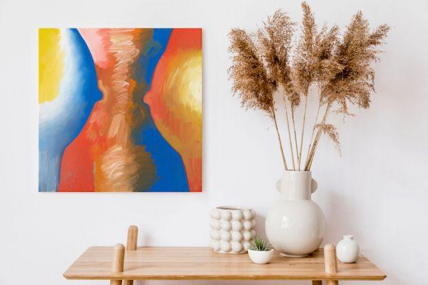 Marzysz o szkle Horbowego albo figurkach z Ćmielowa? Swoją działalność właśnie rozpoczął sklep oferujący największy wybór sztuki oraz designu – Desa Home.Jego wyróżnikiem jest możliwość zakupu online unikatowych obiektów, które dot�