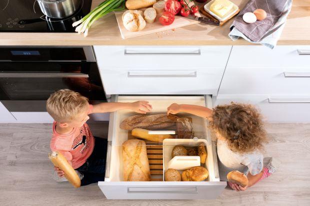 Jak przechowywać produkty spożywcze w kuchni? Podpowiadamy, jak urządzić domową spiżarnię, nawet nie mając na to osobnego pomieszczenia.