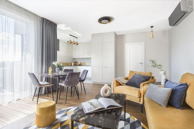 Przyjazna przestrzeń mieszkalna dla małżeństwa z dwójką dzieci, zaaranżowana przez pracownię Decoroom, znajduje się na warszawskim Targówku. 95-metrowe mieszkanie zachwyca pięknymi złotymi akcentami!