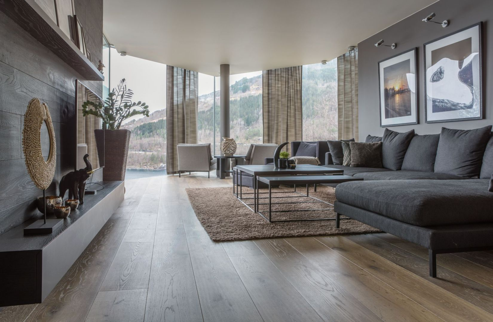 Stylizowane drewno jest chętniej montowane w przestrzeniach, które są nowoczesne. Wówczas uzyskujemy klimat i styl, a także przytulność. Fot. mat. prasowe Chapel Parket