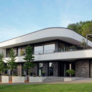 Projekt domu: Adomako Architekten. Przeszklenia i mat. prasowe: Schuco