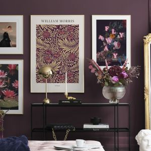 Trend Romantic Rebellion daje Ci możliwość udekorowania domu w stylu glamour. Barokowe motywy w nowoczesnym wydaniu pomogą Ci stworzyć atmosferę zabawy. Fot. mat. prasowe Desenio
