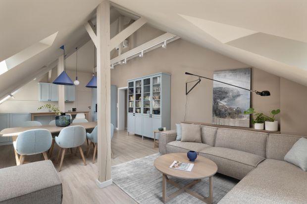 Mieszkaniena poddaszu powierzchni 130 m² znajduje się w kamienicy na Opolskiej Pasiece. Wnętrze jest niezwykle przytulne, subtelne, funkcjonalne i pełne nowoczesnych rozwiązań. Swoim wykończeniem nawiązuje do charakteru budynku i otoczenia.