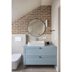 Современная ванная комната с душевой кабиной.  Дизайн: Агата Хомяк и Мацей Ференц, Fabryk-Art.  Фото  Миколай Домбровски