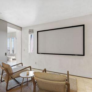 Surowy, minimalistyczny wystrój wnętrz w domu Kanye Westa. Źródło: Top Ten Real Estate Deals. Zdjęcia: Jack Spitser