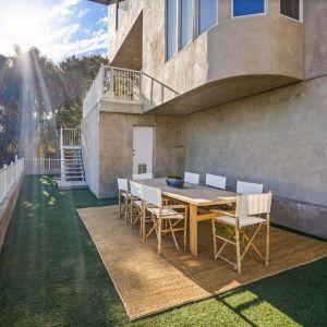 Ulubionym materiałem wykończeniowym artysty i projektanta jest beton. Źródło: Top Ten Real Estate Deals. Zdjęcia: Jack Spitser