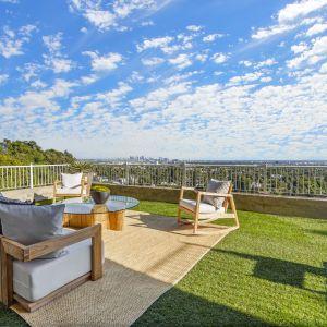 Częścią kawalerskiego gniazdka KanYe Westa jest też ogromny taras. Źródło: Top Ten Real Estate Deals. Zdjęcia: Jack Spitser