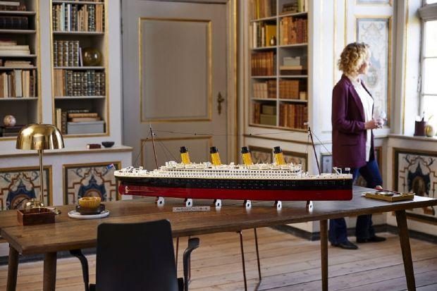 Lego przedstawia dokładny model najsłynniejszego statku wszech czasów - RMS Titanic. Po raz pierwszy miłośnicy klocków mogą zbudować szczegółowo odwzorowany luksusowy liniowiec, 110 lat po jego zwodowaniu w Belfaście w 1911 roku.