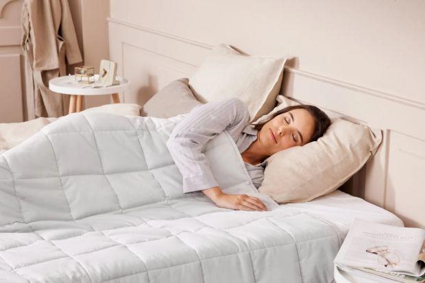 W tym sezonie jesiennym do oferty trafiła kołdra obciążeniowa. Nowość, która może zadowolić najbardziej wymagających jeżeli chodzi o jakość snu.