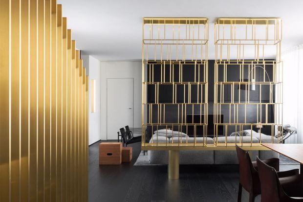Design to słowo klucz odnoszące się do tego mediolańskiego mieszkania. Jego wnętrza zaprojektował duet architektów Gabriel i Oscar Buratti.
