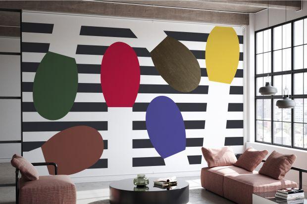 Olle Eksell był jednym z pierwszych nowoczesnych projektantów graficznych w Szwecji. Jedna ze szwedzkich marek odtworzyła teraz jego grafiki i przeniosła je na tapety ścienne i dekoracje. Zobaczcie kolorowy, piękny pomysł na ścianę do salonu.