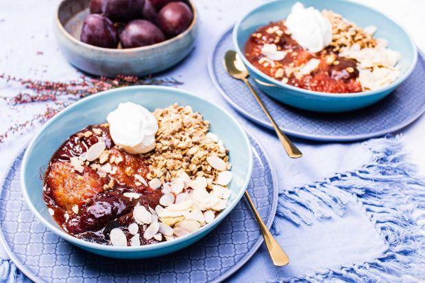 Granola pod pierzynką z pieczonej śliwki to sprawdzona recepta na pyszne śniadania. Jestpełnowartościowa i zapewnia energię na długie godziny. Pamiętaj– śniadanie to najważniejszy posiłek w ciągu dnia.