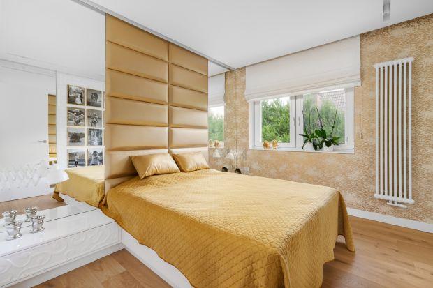 Jak urządzić sypialnię? Jakie łóżko wybrać? Jaka kolorystyka ścian i zasłon się sprawdzi? Czym wykończyć ścianę za łóżkiem w sypialni? Zobacz 10 pięknych aranżacji i urządź sypialnię według najnowszych wnętrzarskich trendów na jes