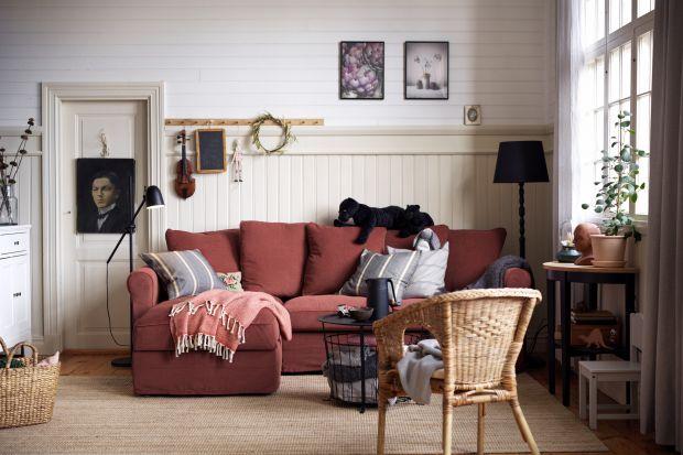 Nic nie czyni wnętrz bardziej przytulnymi niż tkaniny. Puszyste dywany, zwiewne zasłony i firany oraz kolorowe poduchy to idealne dekoracje do każdego salonu. Zobacz co jest modne!