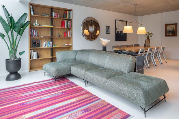 Punktem wyjścia dla układu pomieszczeń i wykończenia wnętrz były potrzeby całej rodziny, a także wygoda życia. Króluje tu modernizm i czystość form.