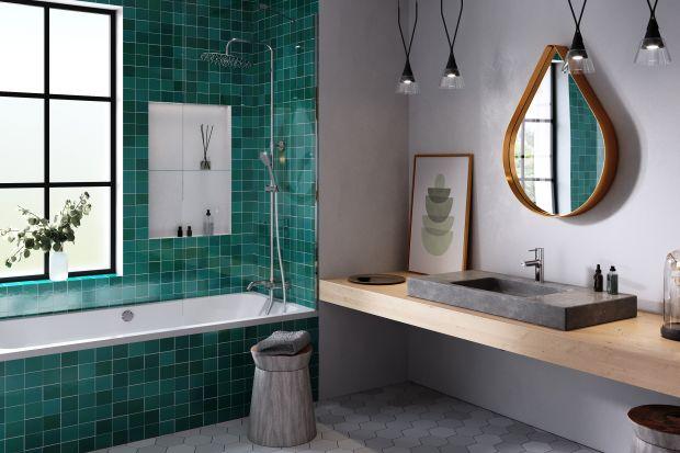 Coraz częściej zamieniamy ciasne łazienki w blokach na obszerne pokoje kąpielowe w domach i apartamentach. Rosną też nasze oczekiwania wobec niej. Jak urządzić łazienkę z oknem? To popularne rozwiązanie zwłaszcza w domach. Zobaczcie 4 dobre pr